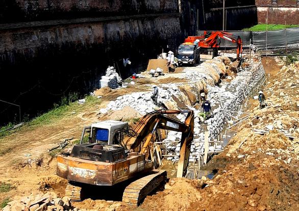 Khắc phục sai sót và xử lý trách nhiệm vụ phá cũ xây mới bờ hào kinh thành Huế - Ảnh 6.