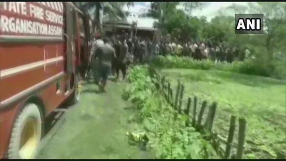 Cảnh sát Ấn Độ nổ súng, giải cứu bé gái 3 tuổi bị đem hiến tế - Ảnh 3.