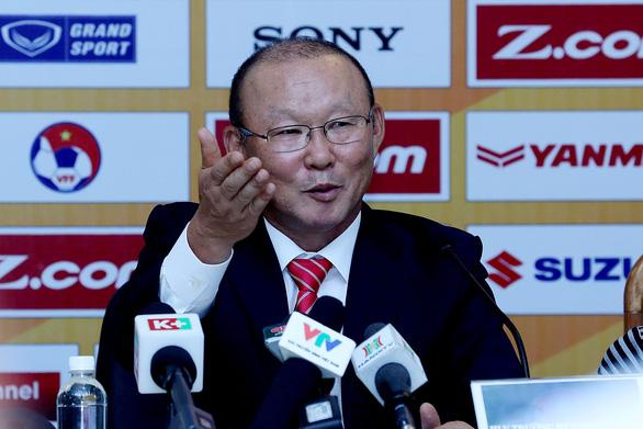 HLV Park Hang Seo: Tôi chưa đưa ra yêu cầu về tiền lương nếu tái ký hợp đồng với VFF - Ảnh 1.