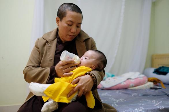 Sư cô làm mẹ: Phần sống của tôi xin đổi cho con - Ảnh 2.