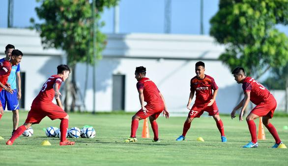 U23 Việt Nam hứng khởi trong ngày đầu tập luyện tại PVF - Ảnh 2.