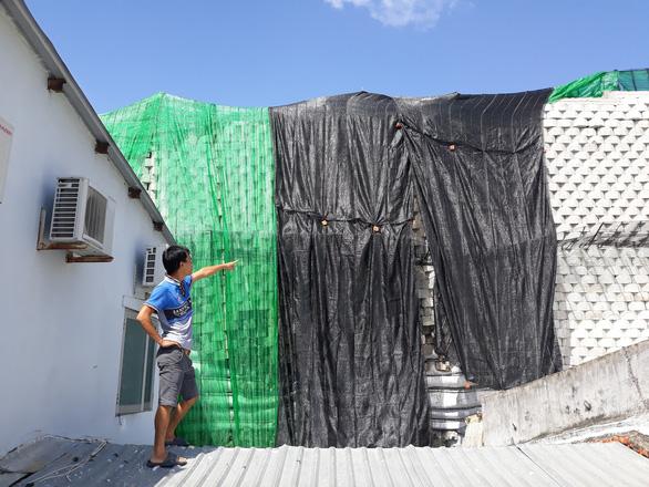 Bắt đầu tháo dỡ bức tường thành Đồi Xanh - Ảnh 3.