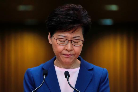 Lãnh đạo Hong Kong Carrie Lam thông báo dự luật dẫn độ đã chết - Ảnh 1.