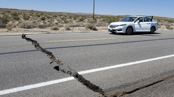 Vết nứt lớn do động đất ở California có thể nhìn thấy từ không gian - Ảnh 2.