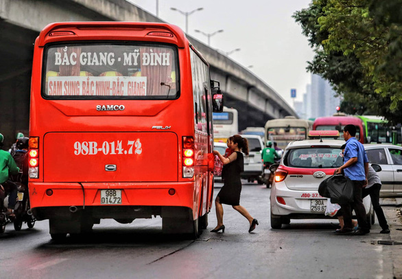 Giám đốc Công an TP Hà Nội: Chưa có giải pháp đột biến chặn xe dù, bến cóc - Ảnh 2.