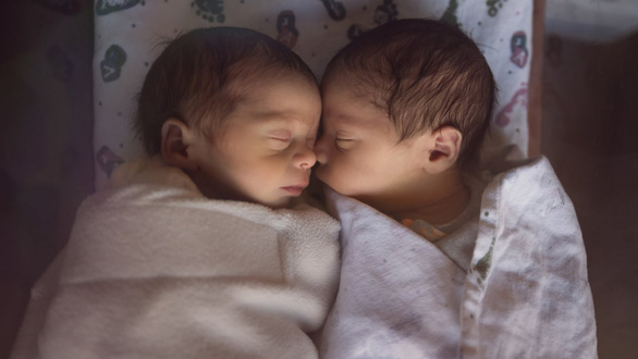 Hi hữu sản phụ bị 'đòi lại 2 con sinh đôi' vì ghép nhầm phôi thai - Ảnh 1.