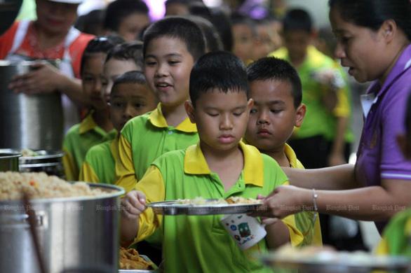 Thái Lan điều tra toàn quốc nạn ăn chặn tiền cơm trưa của học sinh - Ảnh 1.
