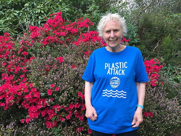 Nữ chiến binh rác 70 tuổi dọn rác 52 bãi biển - Ảnh 12.