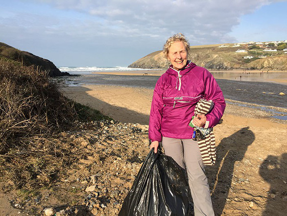 Nữ chiến binh rác 70 tuổi dọn rác 52 bãi biển - Ảnh 4.