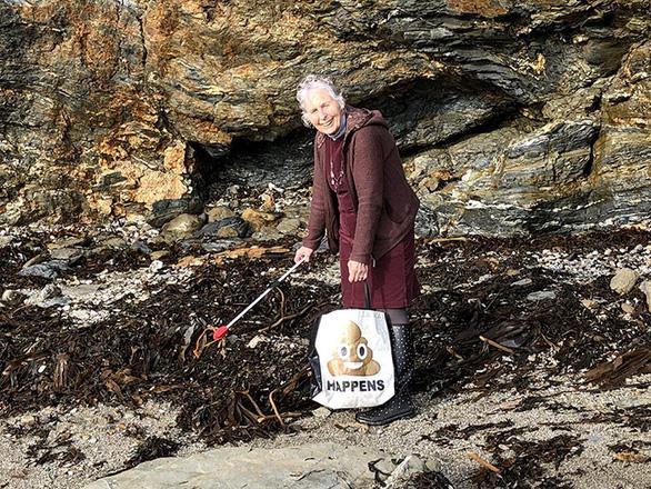 Nữ chiến binh rác 70 tuổi dọn rác 52 bãi biển - Ảnh 7.