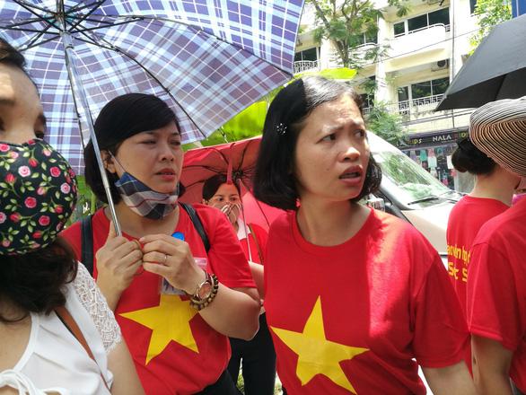 Hà Nội xét tuyển hết giáo viên hợp đồng trên 5 năm - Ảnh 1.