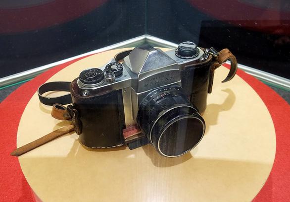 Chiếc máy ảnh chiến trường của nhà báo Argentina trở lại Việt Nam - Ảnh 3.