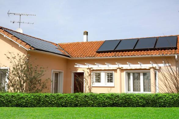 Ngân hàng Bản Việt cho vay hỗ trợ lắp tấm điện mặt trời - Ảnh 1.