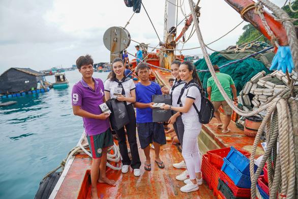 Hành trình Từ Trái Tim: Vượt ngàn hải lý trao tặng sách quý - Ảnh 12.