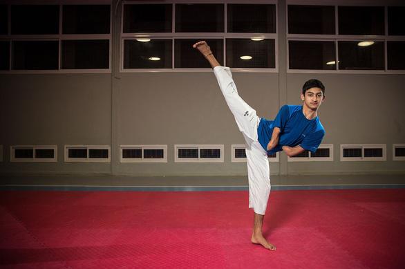 Cụt 2 tay khi đá bóng, Assaf thành nhà vô địch taekwondo - Ảnh 4.