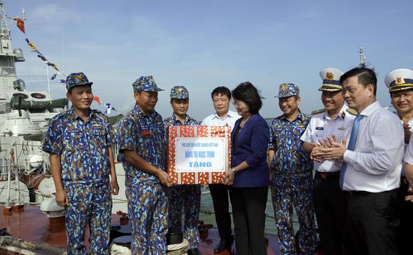 Phó chủ tịch nước Đặng Thị Ngọc Thịnh thăm tiểu đoàn DK1 - Ảnh 1.