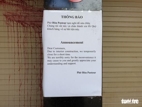 Bị tạt chất bẩn liên tục, quán phở Hòa ở Sài Gòn tạm đóng cửa - Ảnh 3.