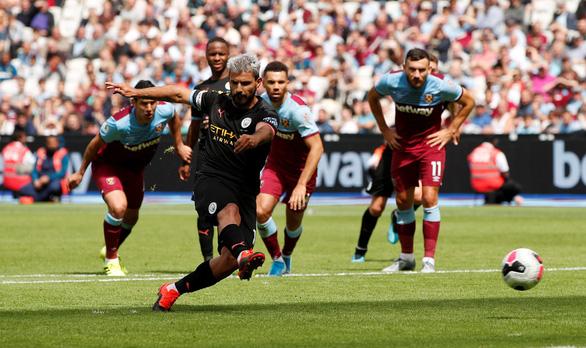 Sterling lập hat-trick, M.C đại thắng West Ham trận ra quân - Ảnh 2.