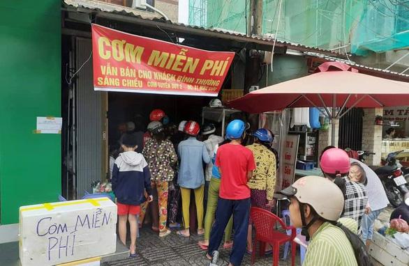 Phú Quốc ngập, khách sạn mời dân tá túc, cơm nóng, sửa xe đều miễn phí - Ảnh 1.