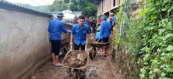 Hàng nghìn đoàn viên, thanh niên giúp dân dọn dẹp sau lũ - Ảnh 3.