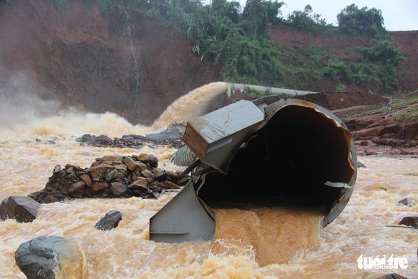 Van thủy điện Đắk Kar bị kẹt đã sửa xong, lên xuống được - Ảnh 3.