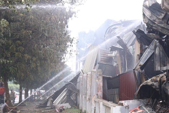 Cháy lớn tại Khu công nghiệp Sài Đồng gần Aeon Mall Long Biên - Ảnh 7.