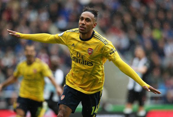 Aubameyang tỏa sáng, Arsenal mở màn mùa giải suôn sẻ - Ảnh 1.
