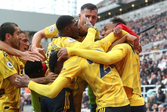 Aubameyang tỏa sáng, Arsenal mở màn mùa giải suôn sẻ - Ảnh 2.