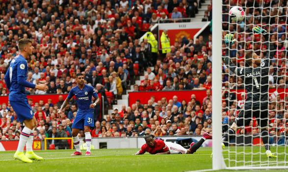 MU 'đè bẹp' Chelsea ở ngày ra quân Premier League - Ảnh 2.