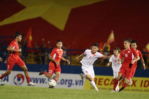 Bỏ lỡ gần chục cơ hội, U18 VN chỉ thắng U18 Singapore 3-0 - Ảnh 3.