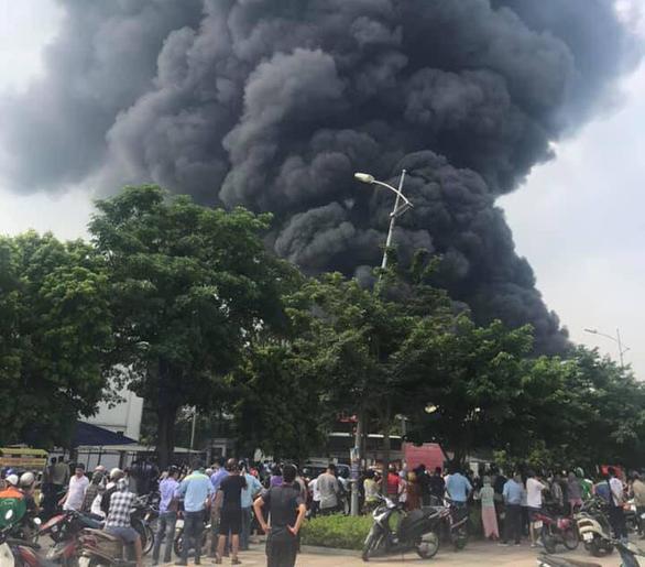 Cháy lớn tại Khu công nghiệp Sài Đồng gần Aeon Mall Long Biên - Ảnh 3.