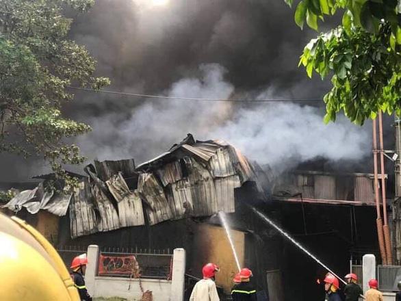Cháy lớn tại Khu công nghiệp Sài Đồng gần Aeon Mall Long Biên - Ảnh 4.