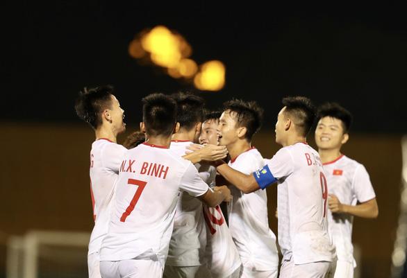 Bỏ lỡ gần chục cơ hội, U18 VN chỉ thắng U18 Singapore 3-0 - Ảnh 1.
