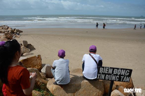 Vụ bốn du khách chết đuối: resort có cảnh báo nhưng du khách vẫn xuống biển? - Ảnh 2.
