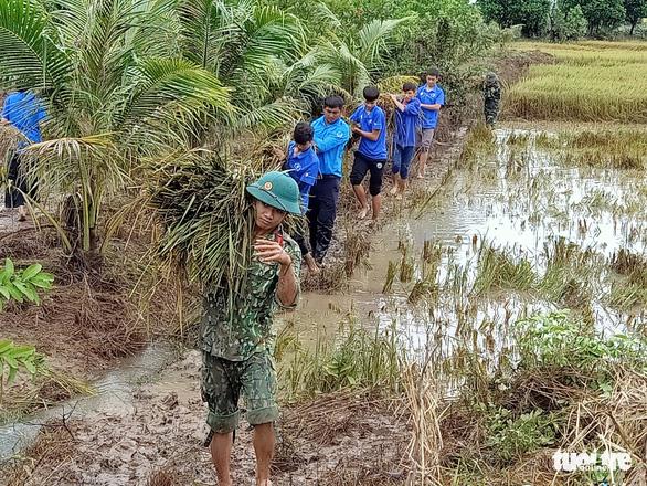 Vùng rốn lũ khắc phục hậu quả mưa bão - Ảnh 10.