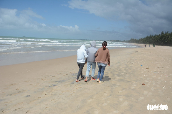 Chuyến du lịch hè định mệnh nghẹn ngào bên bãi biển - Ảnh 3.