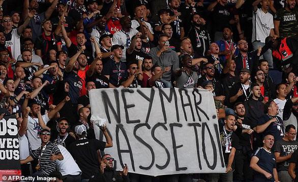 Neymar bị cổ động viên PSG gọi là 'con hoang' - Ảnh 1.