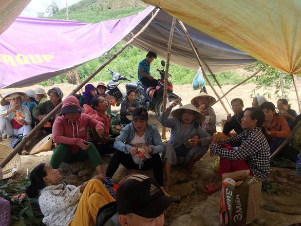 Quảng Nam: Dân ăn cơm phải bịt mũi vì mùi hôi thối từ bãi rác - Ảnh 7.