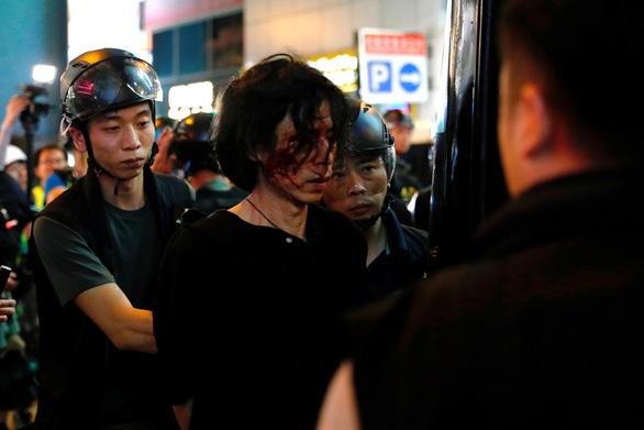 Trung Quốc nói Hong Kong đang trong thời khắc nguy kịch - Ảnh 1.