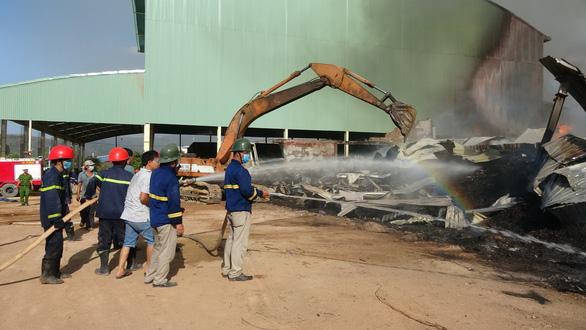 Cháy 8.000m2 kho xưởng ở Khu công nghiệp Phú Tài - Ảnh 2.