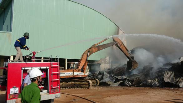 Cháy 8.000m2 kho xưởng ở Khu công nghiệp Phú Tài - Ảnh 4.