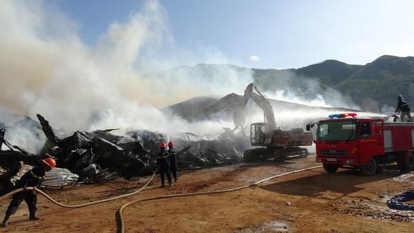Cháy 8.000m2 kho xưởng ở Khu công nghiệp Phú Tài - Ảnh 1.