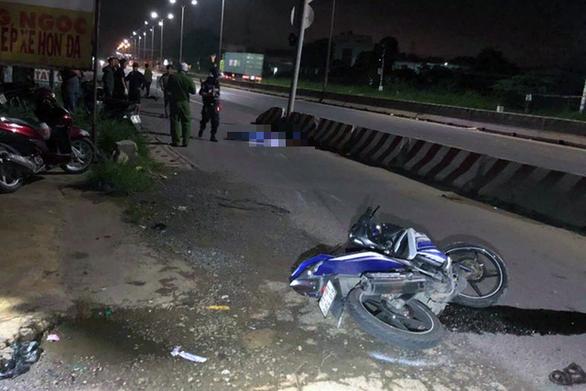 Hai thượng úy cảnh sát cơ động tử vong do tông dải phân cách - Ảnh 1.