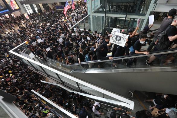 Trung Quốc nói Hong Kong đang trong thời khắc nguy kịch - Ảnh 2.