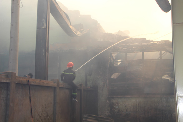 Cháy 8.000m2 kho xưởng ở Khu công nghiệp Phú Tài - Ảnh 3.
