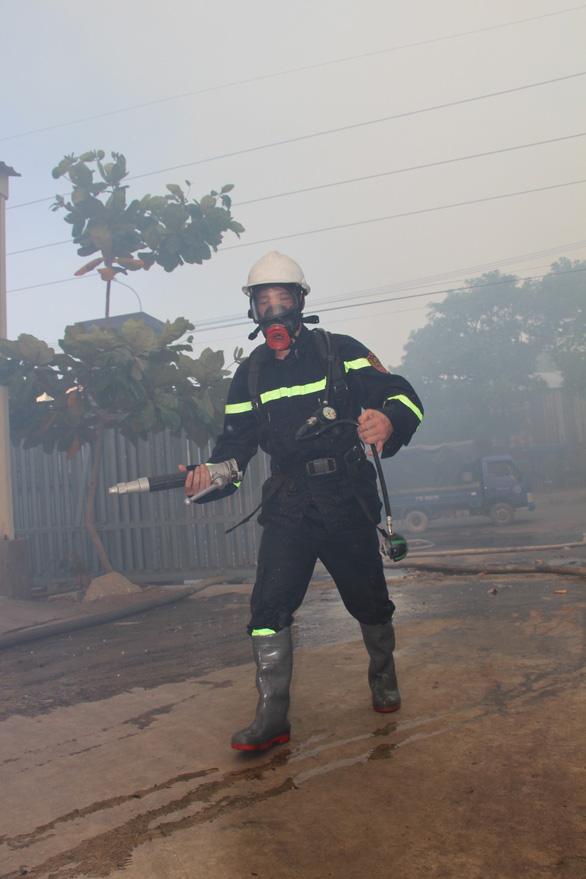 Cháy 8.000m2 kho xưởng ở Khu công nghiệp Phú Tài - Ảnh 5.