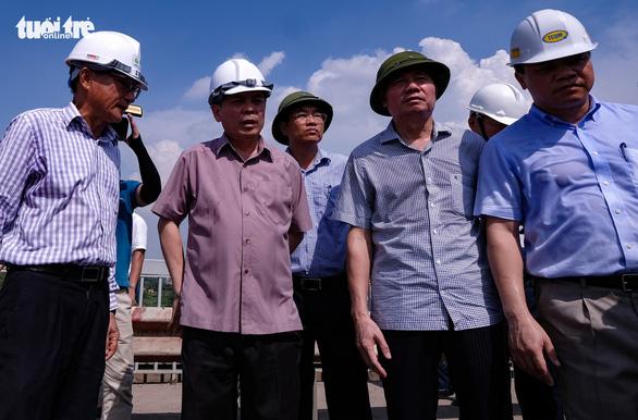 Bộ trưởng Nguyễn Văn Thể: 'Sẽ sửa chữa toàn diện mặt cầu Thăng Long' - Ảnh 2.