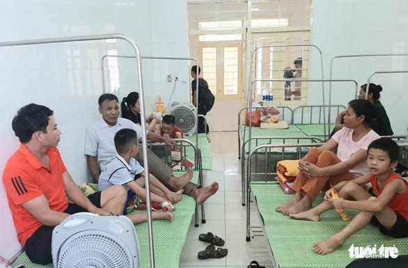Bệnh viện thiếu nước sạch do ảnh hưởng mưa lũ, bệnh nhân than trời - Ảnh 3.
