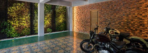 Ngôi nhà gạch xếp truyền thống mà phá cách ở Indonesia - Ảnh 1.