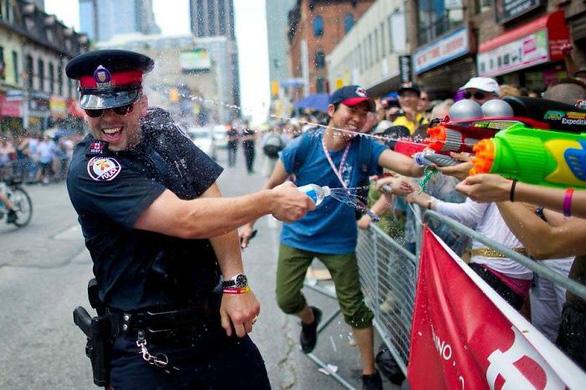 Cảnh sát Canada dễ thương và tử tế nhất quả đất - Ảnh 1.